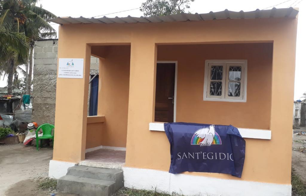 Beira, Mozambique. On the feast day of Sant'Egidio the most beautiful gift is for the elderly: three new houses
