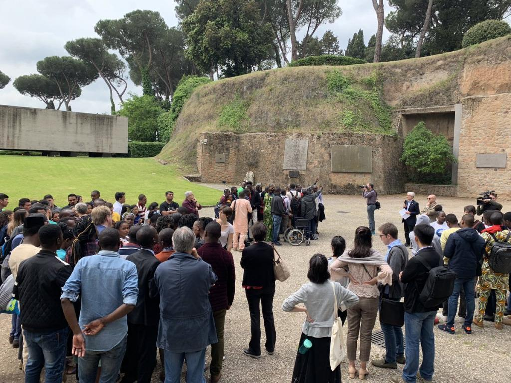 As pilgrims from Africa, Asia, Latin America to the Fosse Ardeatine: the tragedy of war, faithful prayer and peace building