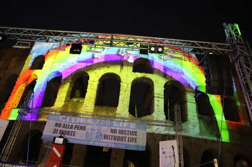 Towards a world without the death penalty. The Colosseum lights up for #DefeatingHatred