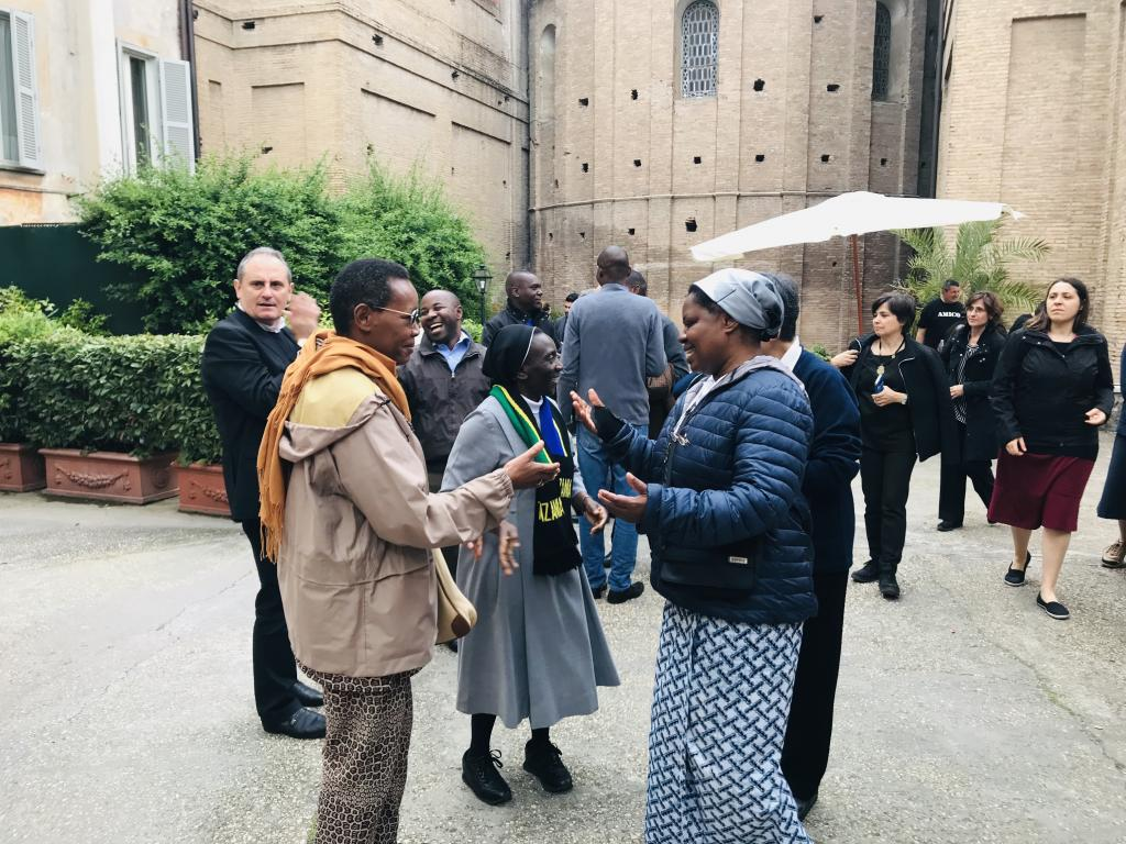 Together with the poor on the streets of the world: this is how religious communities live the joy of the Gospel